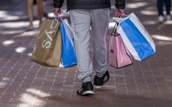 U.S. holiday retail sales expected to grow 7.4% in 2021: Mastercard SpendingPulse
